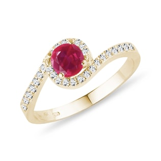 GOLD RING WITH A RUBY ​​AND DIAMONDS - ENGAGEMENT GEMSTONE RINGS - ENGAGEMENT RINGS
