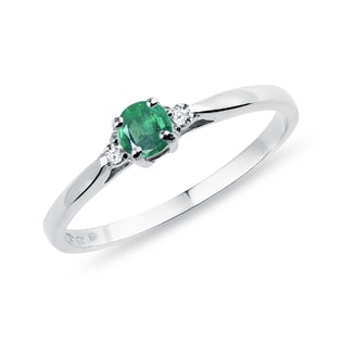 ENGAGEMENT DIAMOND RING WITH AN EMERALD - ENGAGEMENT GEMSTONE RINGS - ENGAGEMENT RINGS