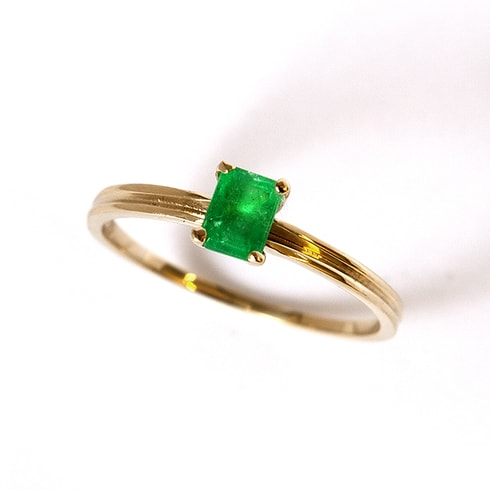 Emerald gold ring - Engagement rings with gemstones