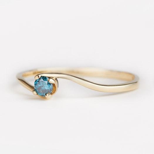 klenota verlobungsring mit blauem diamant ringe diamant schmuck mit liebe gemacht. Black Bedroom Furniture Sets. Home Design Ideas