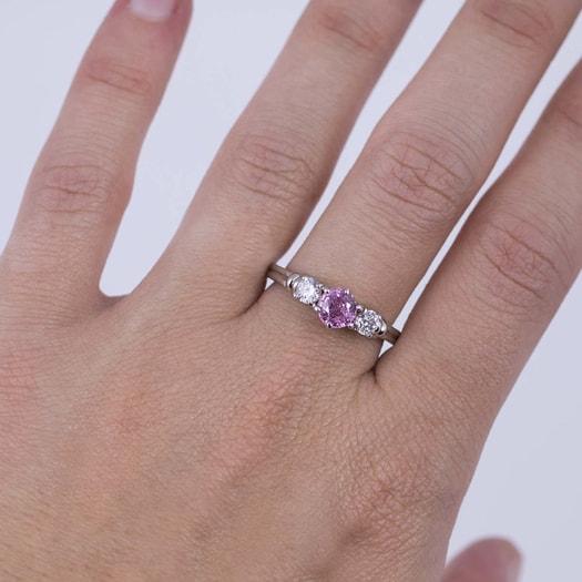 klenota verlobungsring mit rosa saphir und diamanten. Black Bedroom Furniture Sets. Home Design Ideas
