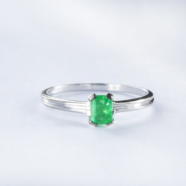 Golden ring with emerald - Emerald rings