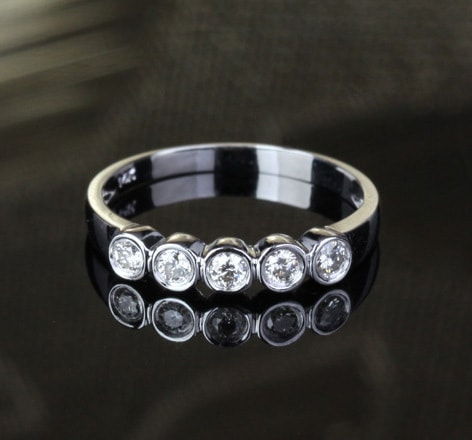 WEDDING RING WITH FIVE DIAMONDS HEADED IN WHITE GOLD - DIAMOND RINGS - RINGS