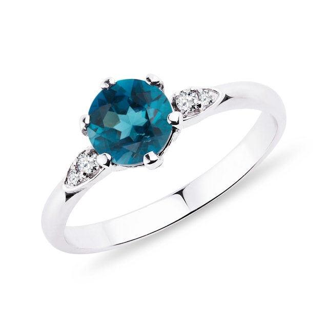 Ring with topaz and diamonds in white gold