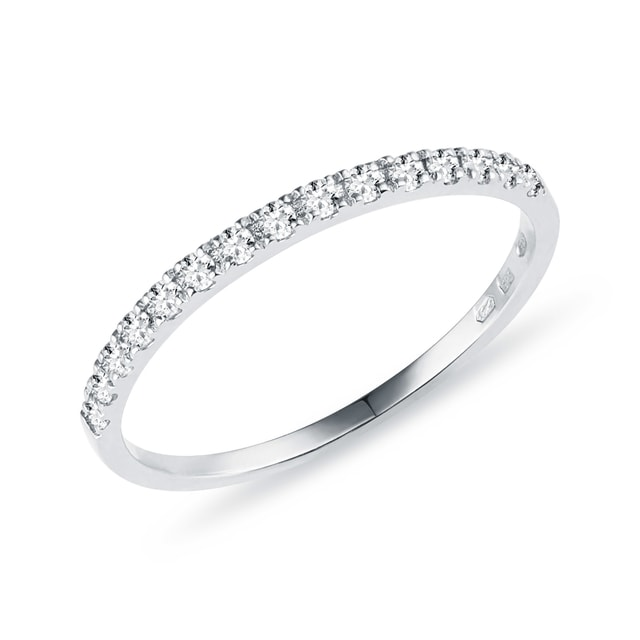 Ring made of white gold with diamonds