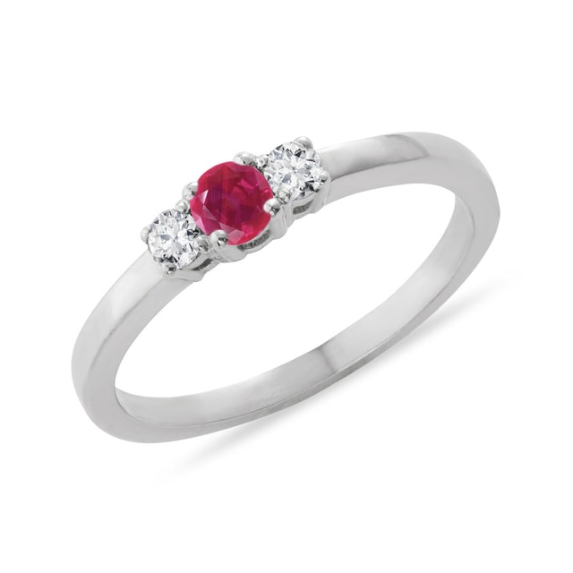Ring made of white gold with ruby ​​and diamonds
