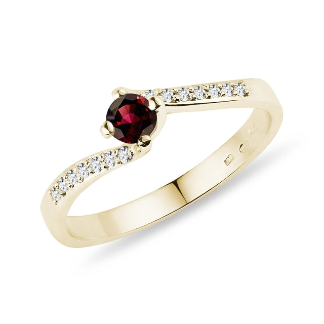 RING WITH DIAMONDS AND A GARNET IN YELLOW GOLD - GARNET RINGS - RINGS