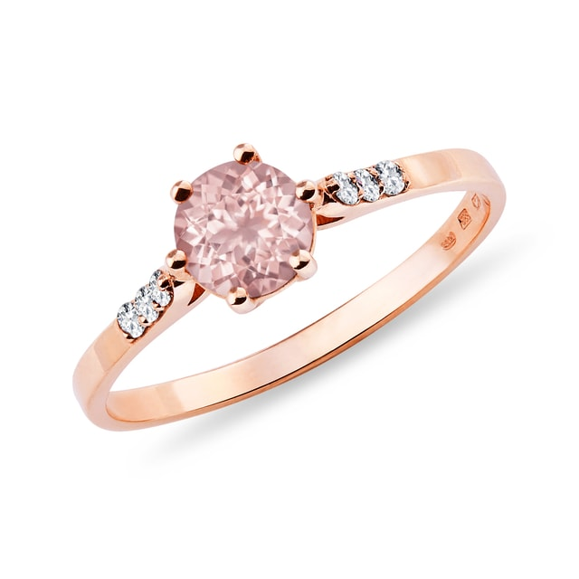 Ring with rose quartz and diamonds crafted in rose gold