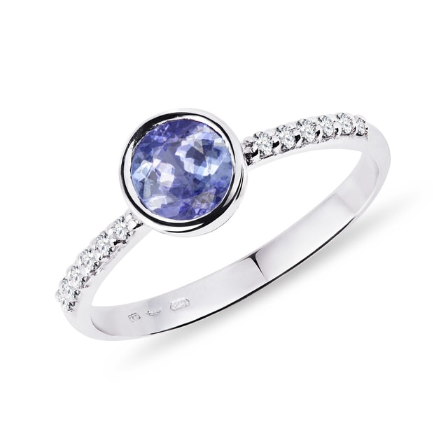 Silver ring with tanzanite and diamonds