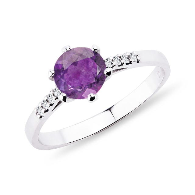 Gold ring with amethyst and diamonds