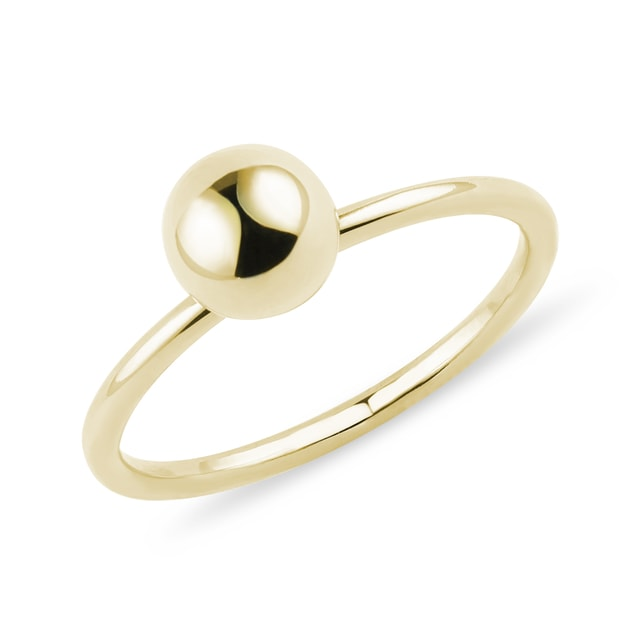 Minimalist golden orb ring in yellow gold