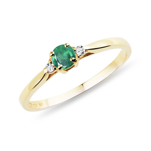 Engagement ring with diamonds and an emerald