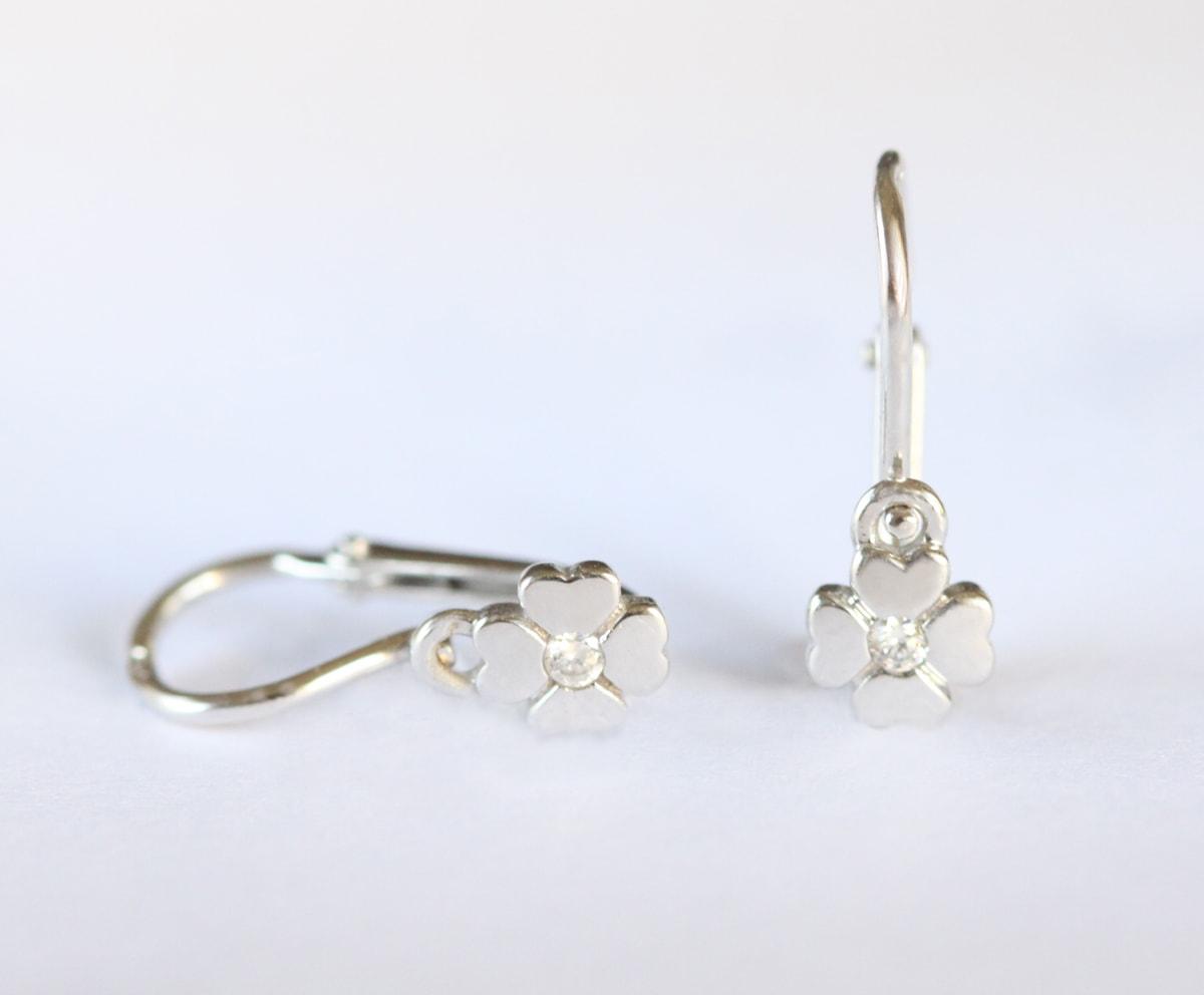 klenota boucles d 39 oreilles enfant en diamant boucles d 39 oreilles en or blanc bijoux en ligne. Black Bedroom Furniture Sets. Home Design Ideas