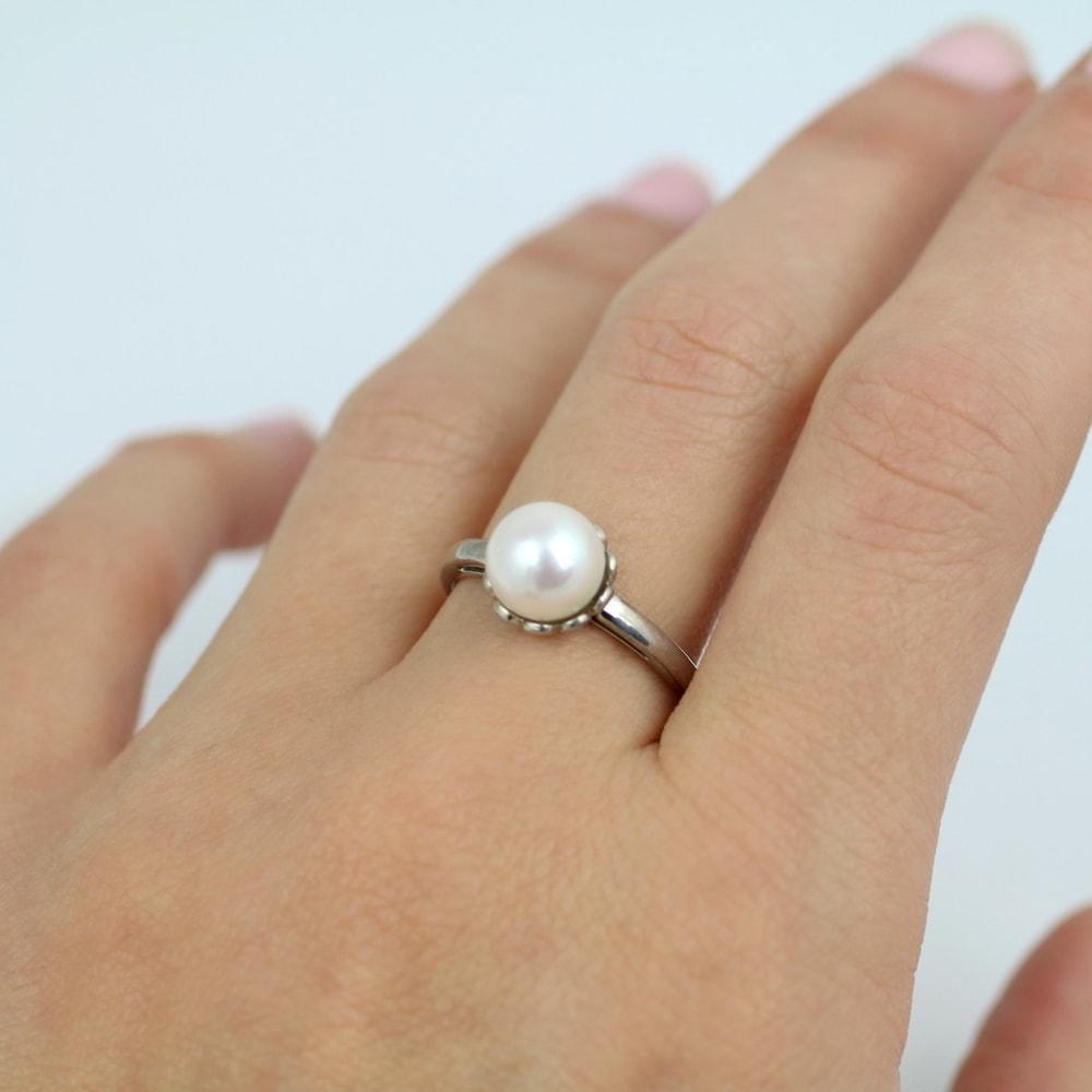 klenota goldring mit wei er s wasserperle perlen ringe. Black Bedroom Furniture Sets. Home Design Ideas