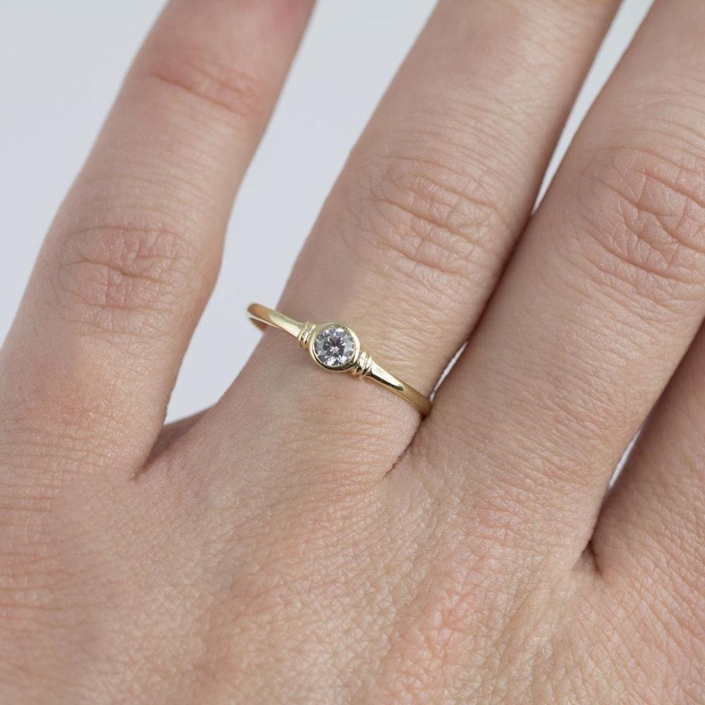 klenota bague en or avec diamant bagues en diamant bijoux en ligne. Black Bedroom Furniture Sets. Home Design Ideas