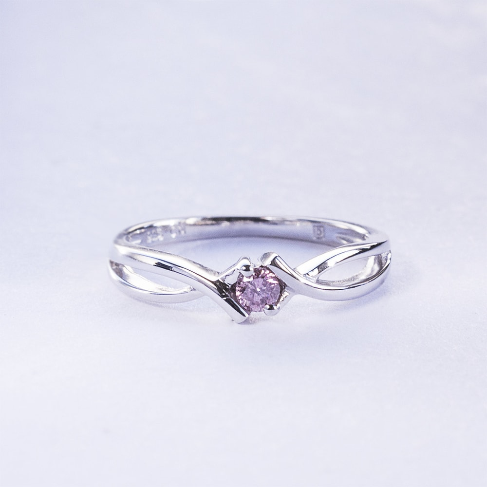 klenota silberring mit einem rosa diamanten. Black Bedroom Furniture Sets. Home Design Ideas