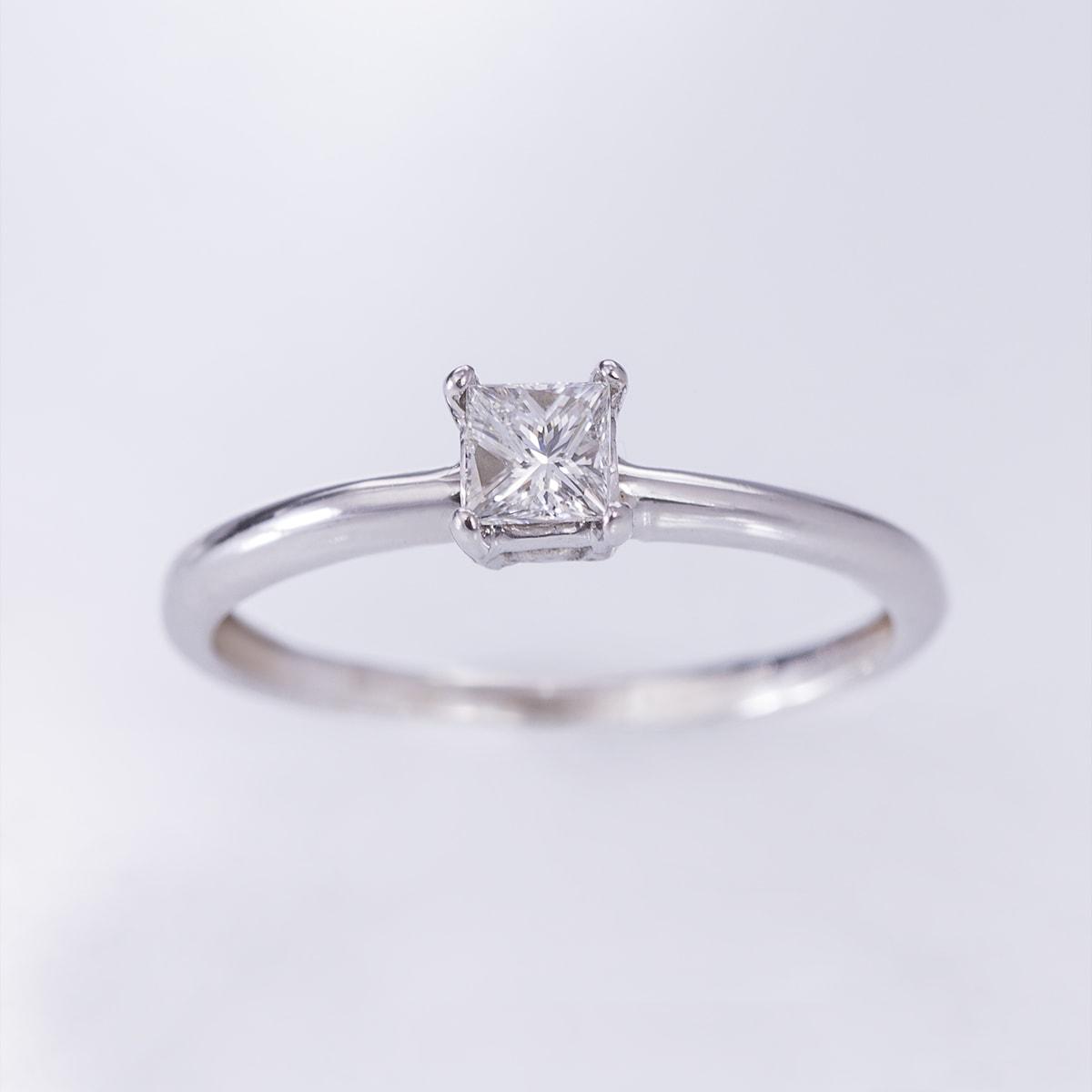 klenota verlobungsring mit einem prinzessin diamant ringe wei gold. Black Bedroom Furniture Sets. Home Design Ideas
