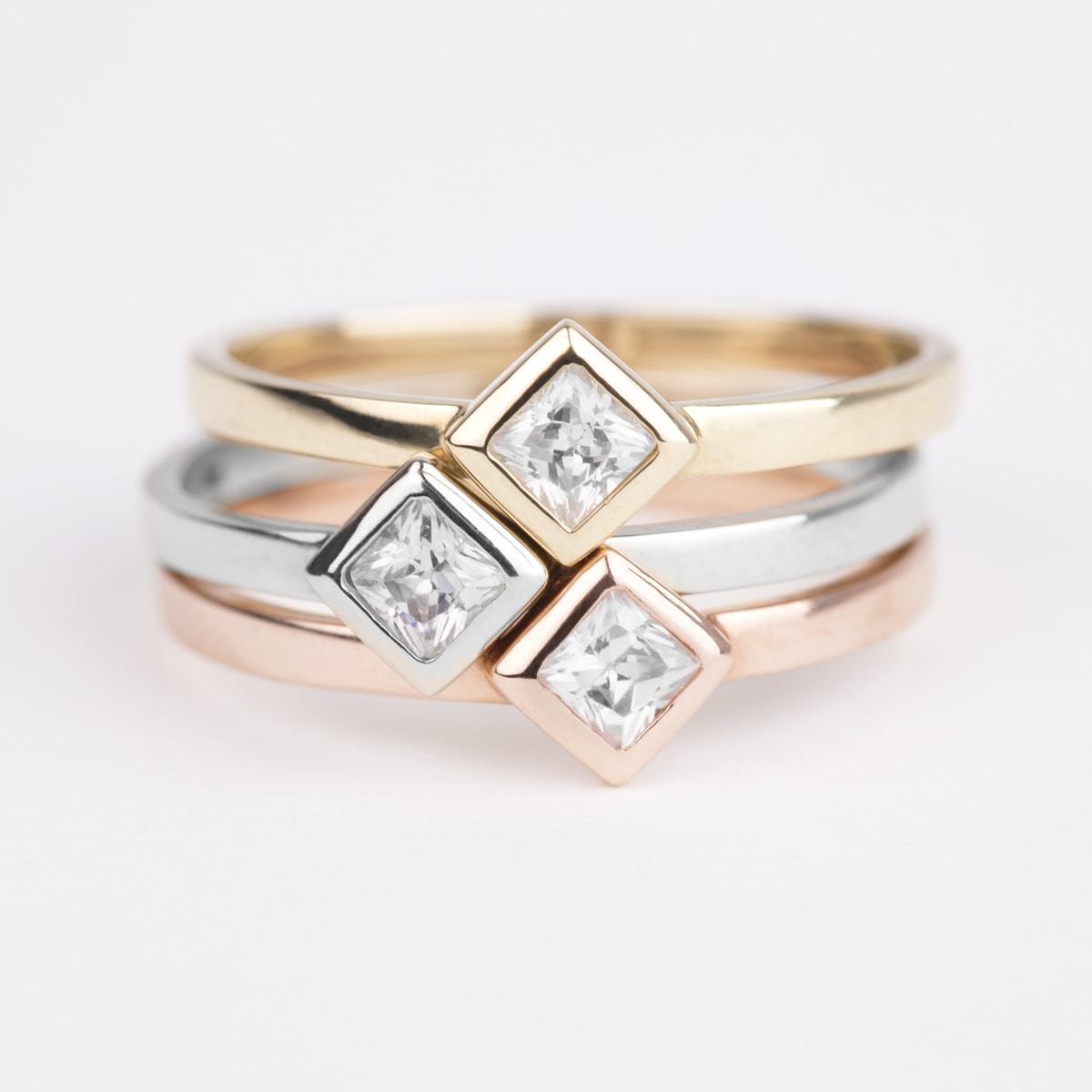 klenota bague en or jaune avec un diamant bagues en diamant bijoux en ligne. Black Bedroom Furniture Sets. Home Design Ideas